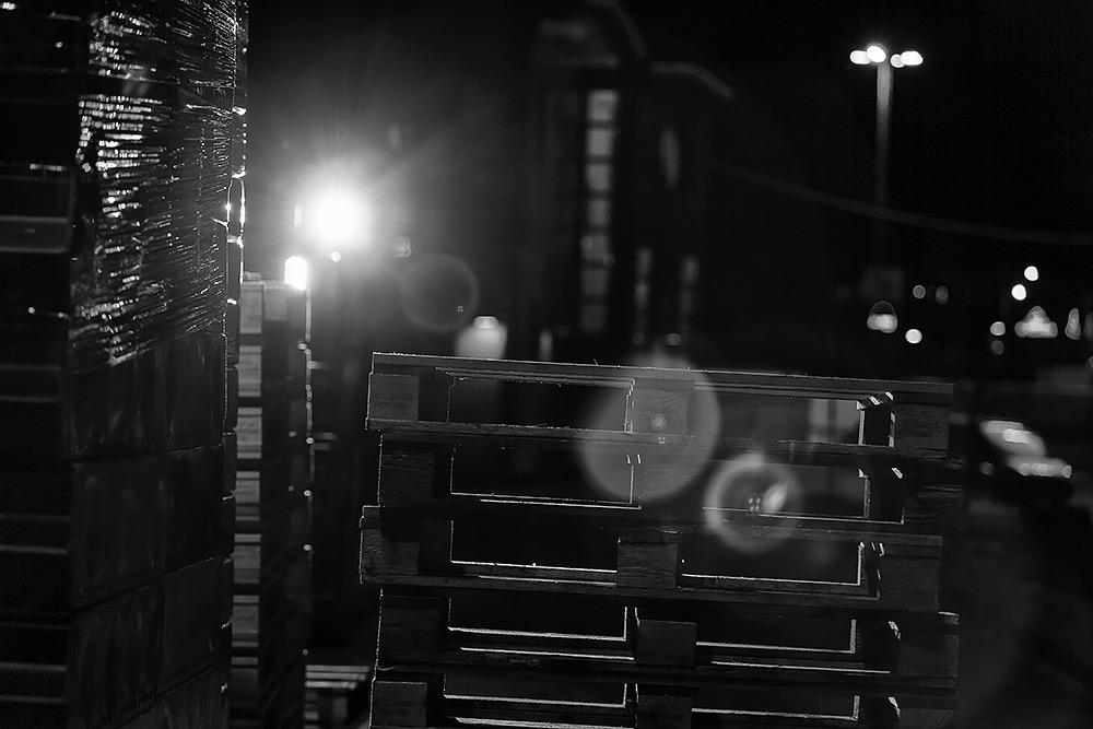 lstpall i mörker i göteborgs fiskhamn